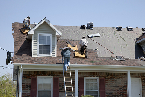 roofers-working-on-house