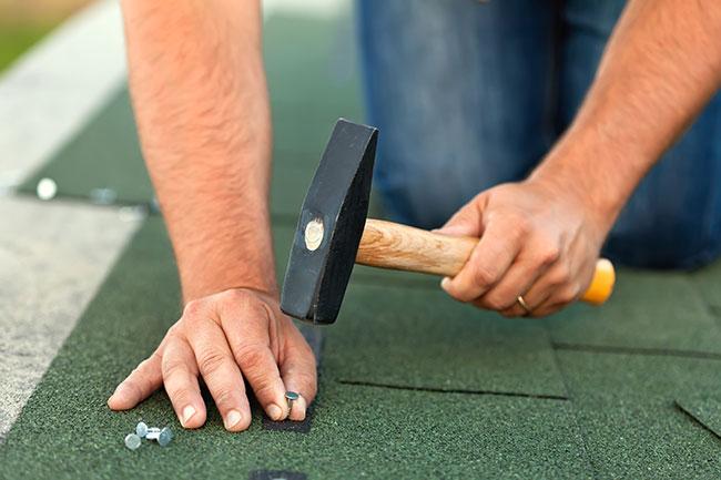 worker-hands-shingles