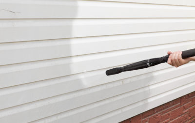 cleaning the wall (vinyl siding) high pressure cleaner